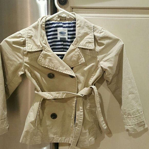Old Navy Girls Trench coat FIRM ! Khaki Old Navy Girls Trench coat. Perfect condition. Wore 2x and washed. My daughter outgrew it. Perfect for a 4 or 5 year old. Old Navy Jackets & Coats Trench Coats