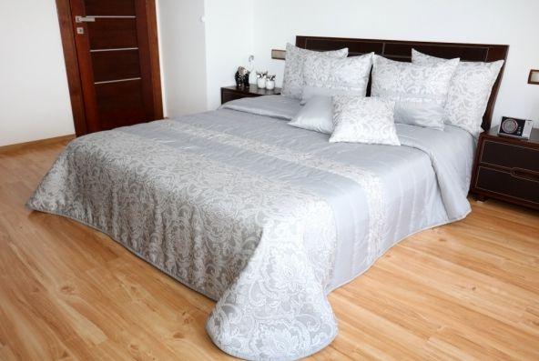 Sivý prehoz do spálne s elegantným vzorom