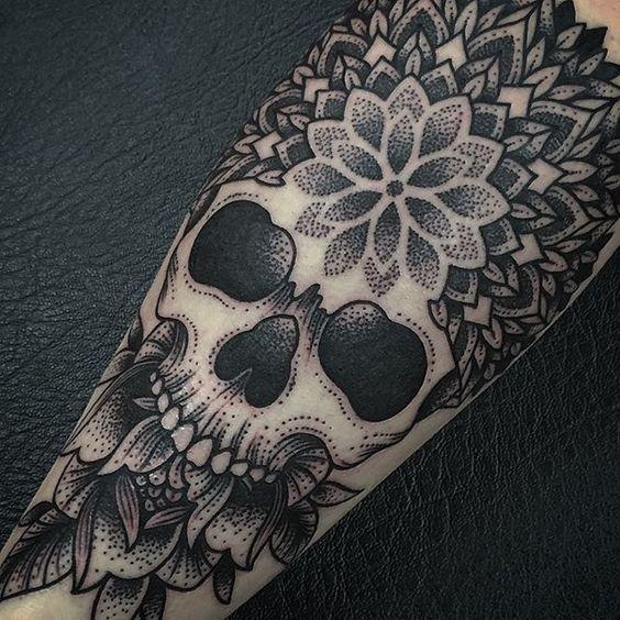 50 besten mandala tattoos for men bilder auf pinterest. Black Bedroom Furniture Sets. Home Design Ideas