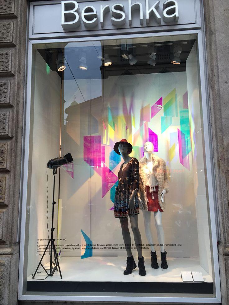 windows display bershka milano via torino en 2019 dise o