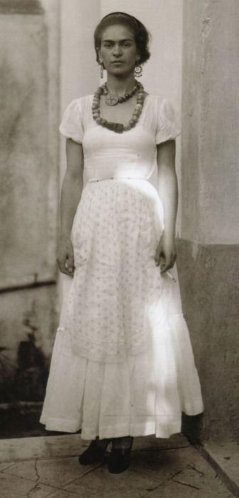 Frida Kahlo 1929, photo by Guillermo Davila