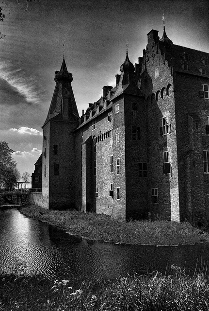 #Castle Doorwerth in Arnhem, #Netherlands. #Holland Photo by dutchmanpieter2003, via Flickr