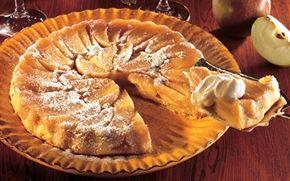 Krydret æbletærte Karamelliserede æbler med sprød bund og iskold flødeskum - så englene synger!