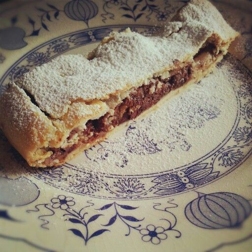 Pear nuts and dark chocolate strudel - strudel alle pere, noci e cioccolato fondente