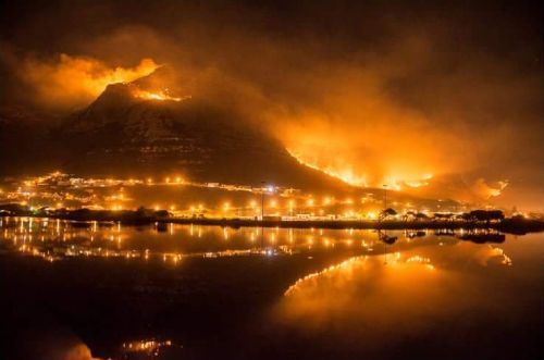 2015-03-03-andy-muizenberg-mountain-fire