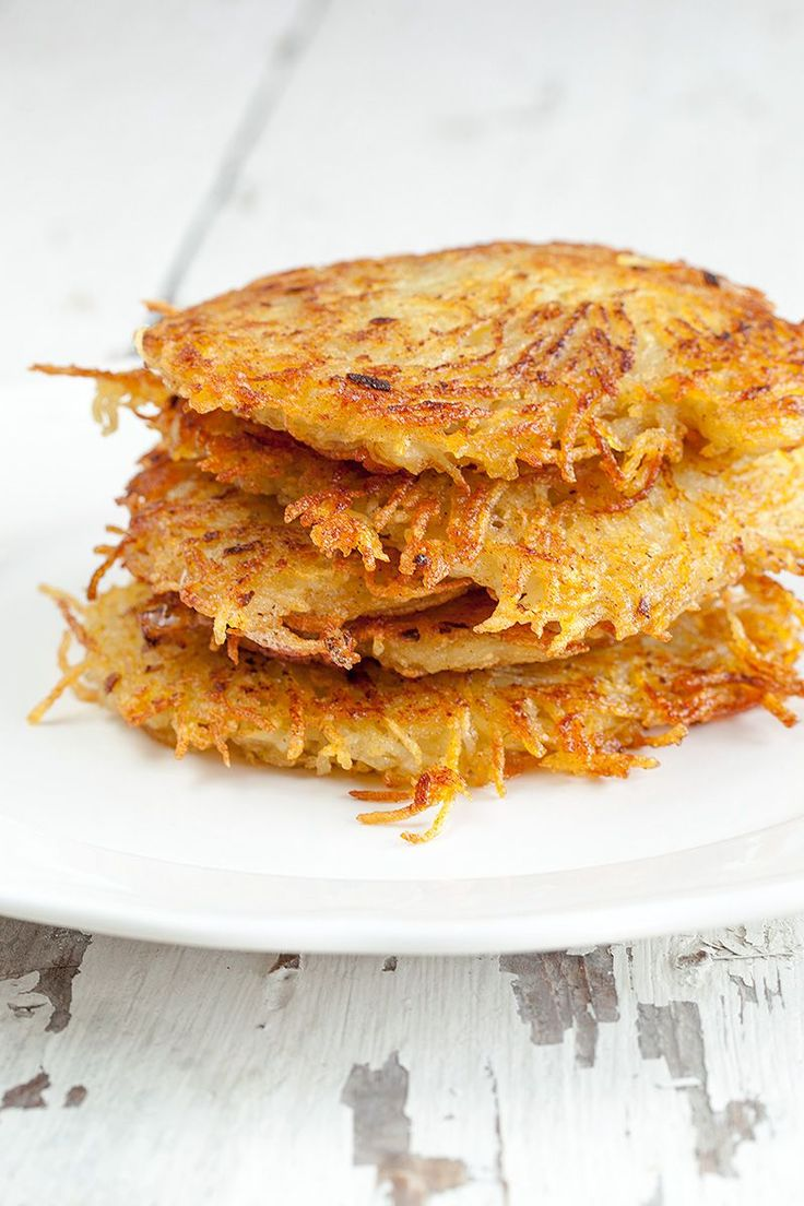 Hash Browns - Easy recipe for the crispiest shredded hash browns you've ever made! Soft on the inside, crispy on the outside, pure love.