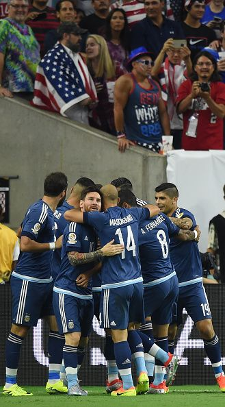 #COPA2016 Argentina's players celebrate after teammate Ezequiel Lavezzi scored against USA during their Copa America Centenario semifinal football match in...