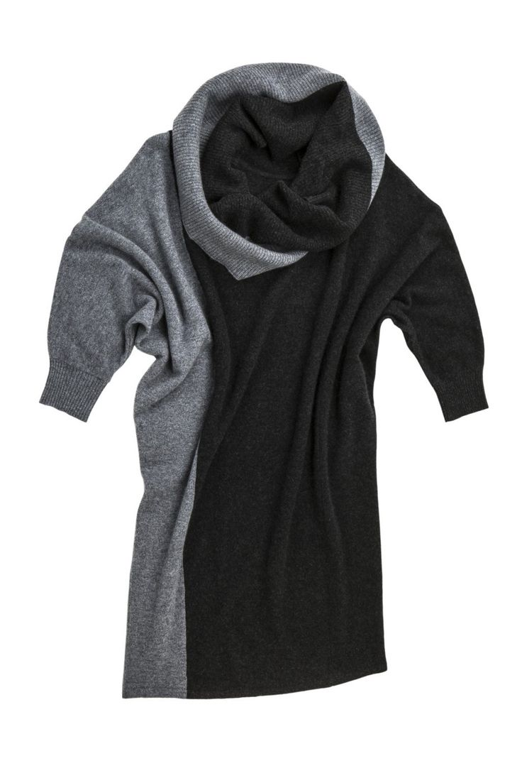 The ladylike answer to jeans and a top is always a dress. Ok, a sweater dress, if you prefer to feel casual and cozy. Just like this two-tone cashmere sweater dress with a slimming effect that will flatter any silhouette. Wear it with bare legs and knee boots in fall, or leggings during winter.