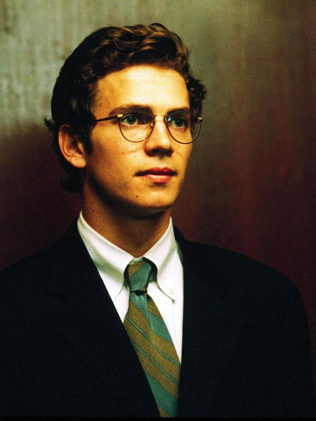 Hayden Christensen! He's still so adorable in Shattered Glass.Uhh,I love him.Okay,I love the way his hair is sliked back,cause its professional.And I love his suit.He's still so adorable with those big glasses.This is why I love him.