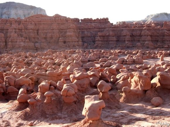 Goblin Valley (Utah) - Utah has never really been on my list of places I'm dying to visit, but upon seeing photos of Goblin Valley National Park, a roadtrip might be in my future. The thousands of mushroom-shaped rocks called hoodoos look straight out of a Timothy Leary acid trip.