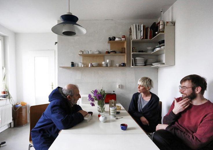#AlvaroSiza talking with two young architects inside #BonjourTristesse ph: @nicolo_galeazzi #nachbarschaftschlesischestor #wherealvaromeetsaldo #biennalearchitettura2016…