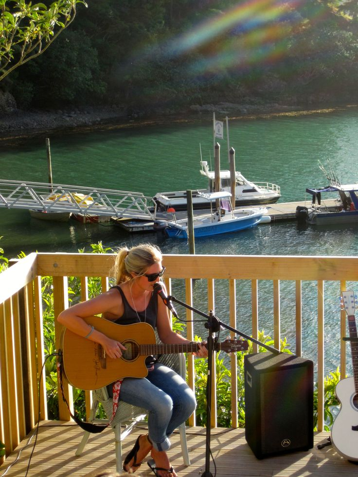 Jamie McDell, singer-songwriter from Auckland, sings for us at Kingfish Lodge.