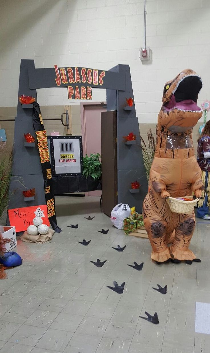 Trunk Or Treat In 2019 Trunk Or Treat Halloween Office Jurassic Park Party
