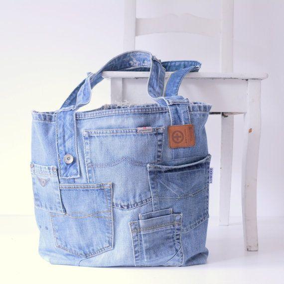 Unieke handgemaakte jeanstas met heel veel zakjes erop. Deze tas is gemaakt uit de mooiste delen van een oude jeans met behoud van de originele details!