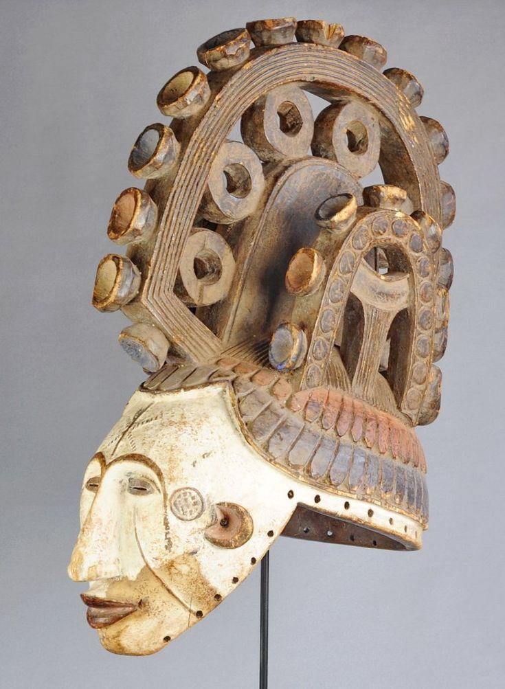 "Masque ""Agbogho Mmuo"" IGBO IBO Maiden Spirit Mask Mask Masker Maschera Mascara African art africain tribal Nigeria tribalart.be"