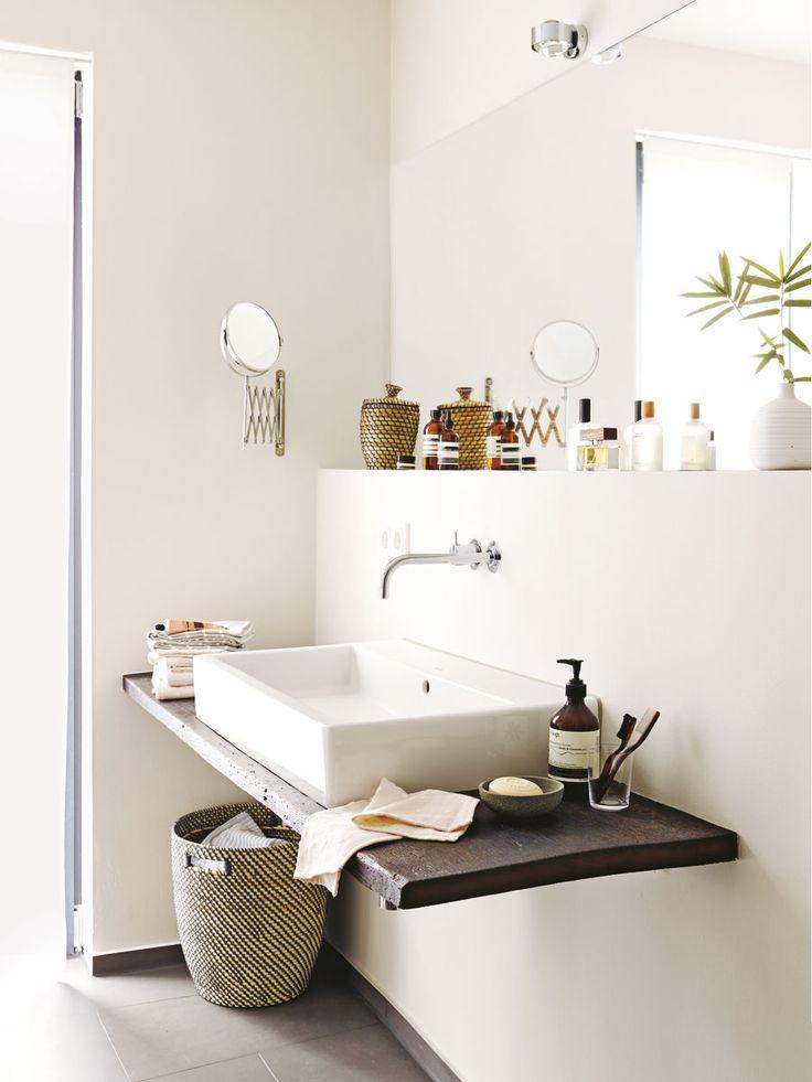 Auch das kleinste Bad kann zum Lieblingsort werden, wenn es mit natürlichen Materialien gestaltet ist. Und innovative Duschen steigern das Wohlfühlvergnügen.
