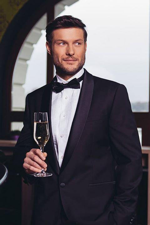 Adj a férfira öltönyt és átváltozik! Legyen szó 210 centiméteres férfiról vagy másfél éves kisfiúról, az öltöny minden férfit megillet. Gyere és nézd meg a TITEM Men's Collection öltönyeit a Wedding Pop-up Bazáron!  Helyszín: Bródy Studios 2015. június 06-án 10 órától! Várunk szeretettel!