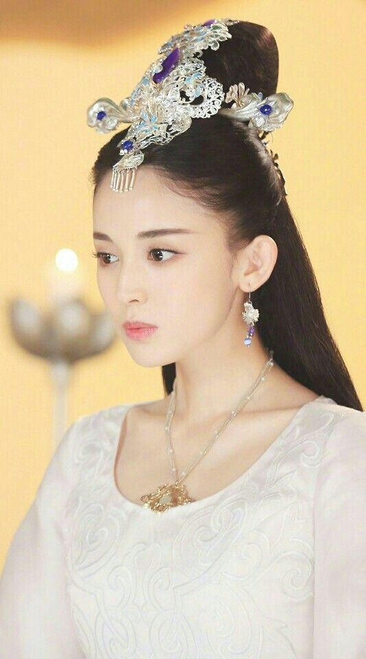 Guli Nazha as leading lady in The Fighter of the Destiny.
