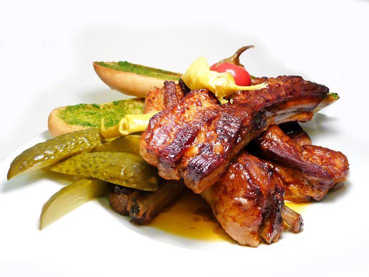 Pečená pikantní vepřová žebra s medem a čilli papričkami #ukastanujarov http://www.ukastanu.cz/jarov