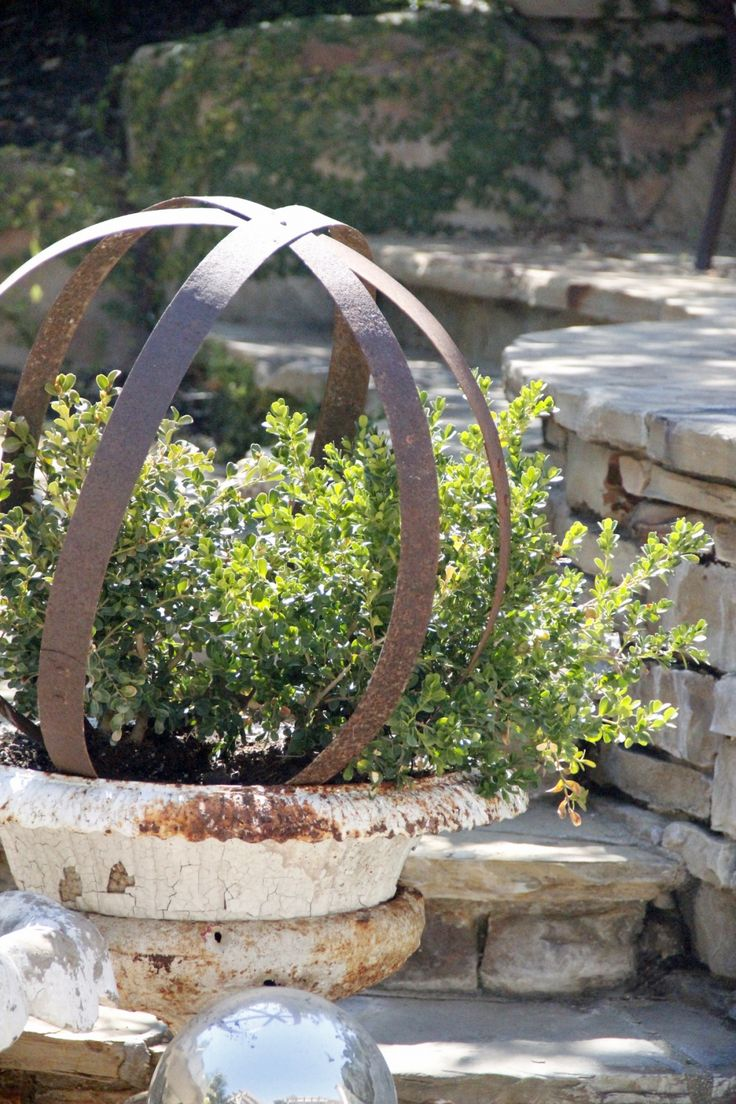 Metal Garden Orb-Repurposed   Greedy me WANTS this!