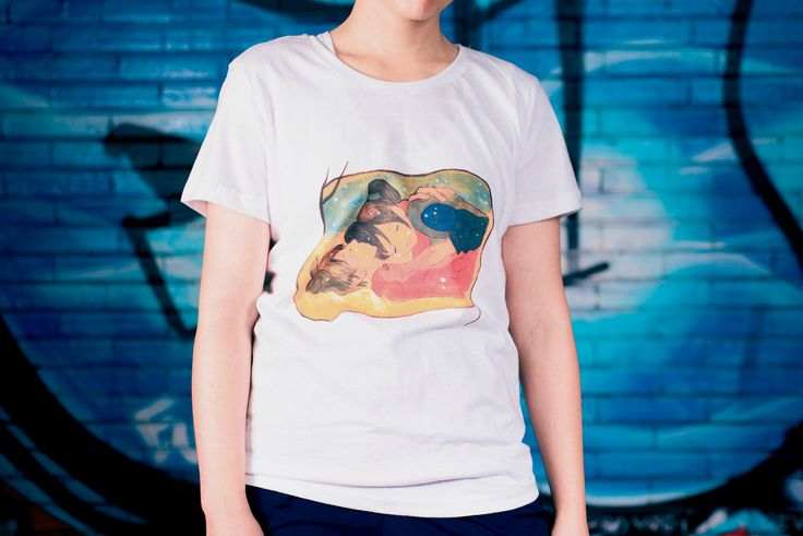 Painted t-shirt for women and girls, available in white color, L size.