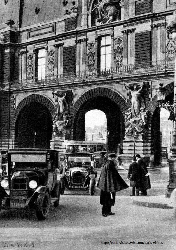 """La """"class"""" des gardiens de la paix : L'entrée du Musée du Louvre sur le quai des #Tuileries...en 1929 !"""