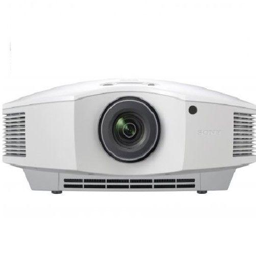VIDEOPROYECTOR SONY VPL HW65ES. La tecnología de paneles SXRD avanzada ofrece imágenes Full HD fantásticas con un impresionante de 1800 lúmenes y una alta relación de contraste 120 000:1, por lo que siempre se verán claras y nítidas, incluso en las salas más iluminadas. #Sony #videoproyector