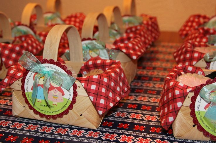 Now these red riding hood birthday party favors are just too cute!