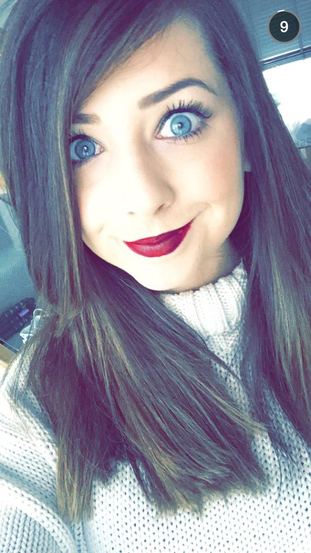 Zoelle is SO pretty!!! I love her so much she is my favorite YouTuber!!!