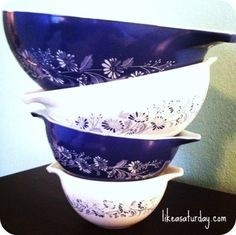 pyrex mixing bowls these are beautiful I have never seen them before