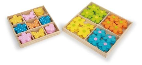Deko-Mix. Ob Schmetterlinge, Blumen oder kleine Herzchen, alle drei Motive enthält dieser Deko-Mix. 102 hübsche Elemente können Geschenke, Briefe oder Karten verzieren und schmücken. Der Kreativität kann hier freien Lauf gelassen werden. Ein Bastelset für Jung und Alt.