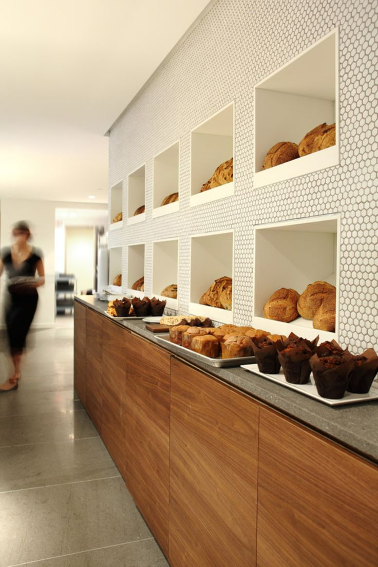 Giovane café-bakery-deli