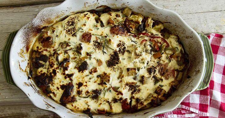 Τέλειο μπριάμ συνταγή από τον Άκη Πετρετζίκη. Μοναδικός συνδυασμός λαχανικών, πιπεριές, κολοκυθάκια, μελιτζάνες, πατάτες και καρότα. Εύκολη και υγιεινή συνταγή