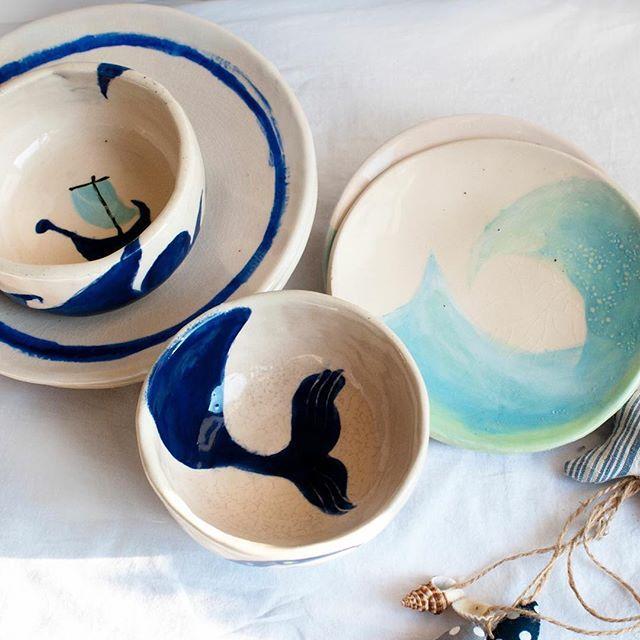Beyaz çamur, bol deneme yanılma, 1000 derece. Deniz serisi deniz severlere hep hayal kurarak yemek yesinler diye.  #yasayanseyler #elyapımı #seramik #günaydın #ceramic #handmade #custommade #vscocam #whitagram #white #blue