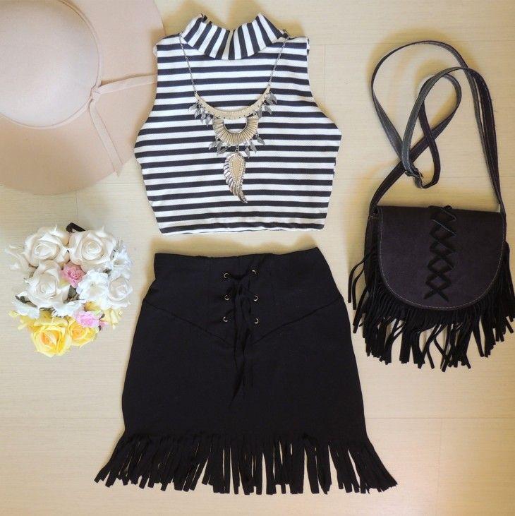 cropped-listrado-preto-branco-gola-alta-saia-preta-franjas-curta-bolsa-franjas                                                                                                                                                      Mais