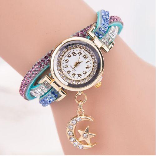 Kristal Bilezik kol saati Bayanlar için çok şık koll saati bilezik şeklinde. Kayışın ın üç kordonlu olması bilezik ile beraber…