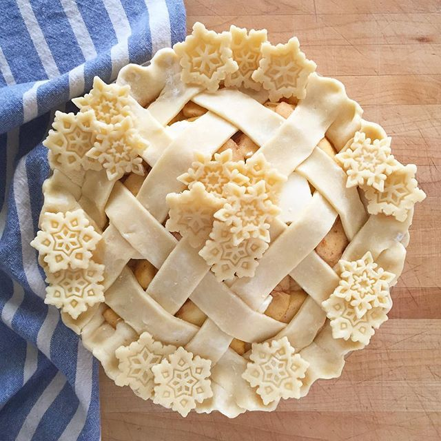 Grandma's Apple Pie With Lattice And Snowflakes. Get this and 100+ more Pie Crust recipes at https://feedfeed.info/piecrust