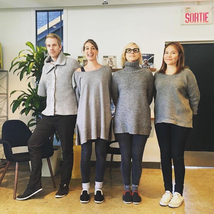 Journée jumeaux. Merci à @portfranc pour les pantoufles! #jumeaux #gris #jeans #leggings #pantoufles #habillementsynchronise #synchro by _urbania