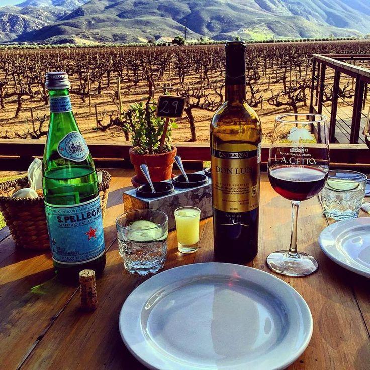 Imagina comer con una hermosa vista de los viñedos, esto puede ser posible en tu siguiente viaje a Valle de Guadalupe #Ensenada #MiAlmaGemela🍷 #BajaCalifornia #DiscoverBaja #DescubreBC #EnjoyBaja #DisfrutaBC #Baja #BC #México #BajaMexico #Wine #Vino #ValleDeGuadalupe #Summer #Mx Conoce más visitando: www.descubreensenada.mx  Aventura por fhercho8
