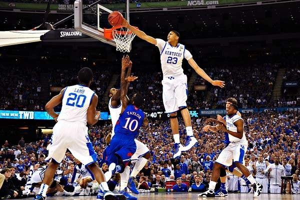 Taponazo de Anthony Davis en su etapa en #Kentucky!! #Baloncesto  #NCAA  Basket Devotion, tu tienda de baloncesto. Especialistas en zapatillas de baloncesto. www. basketdevotion.es