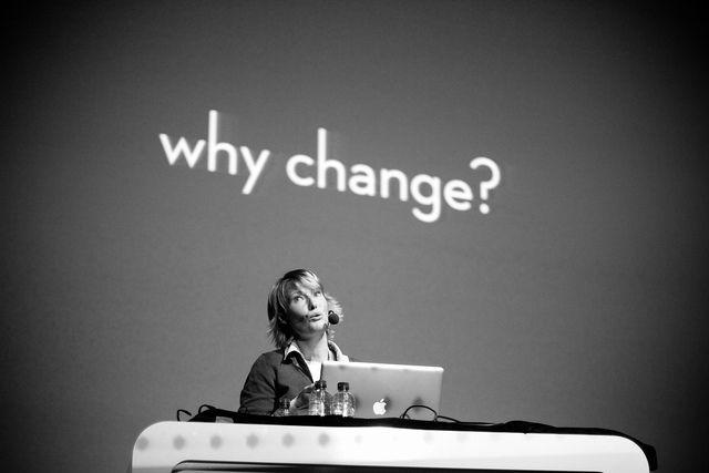 """La scuola (digitale) del XXI secolo Tutti, se competenti, abbiamo l'opportunità di agire da attori proattivi e cogliere le opportunità dei cambiamenti che caratterizzano i nostri tempi. La scuola è il luogo in cui formare a vivere il cambiamento, esercitare attivamente la cittadinanza (digitale), immaginare soluzioni innovative, ascoltare, accogliere, anticipare i bisogni. Il """"racconto della …"""