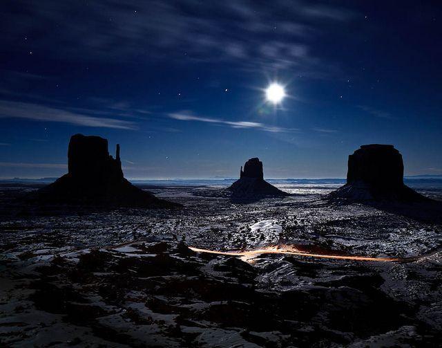 Moonrise In Monument Valley Arizona Monument Valley Arizona Monument Valley Places To Visit