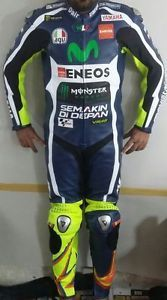 valentino rossi movistar traje de cuero moto racing motogp 100 cuero de vaca - Categoria: Avisos Clasificados Gratis  Estado del Producto: New with tagsSpecificatioMovistar Yamaha Motogp 2016 Valentino RossiFEATURES:A 1213mm thick drum dyed topgrain cowhide leather for excellent abrasion resistanceA Precurved sleeves for proper riding positionA Dual stitched main seams for excellent tear resistanceA Nylon stitchingA Schoeller Keprotec with Dupont KevlarR at crotch, on inner arms, and behind…