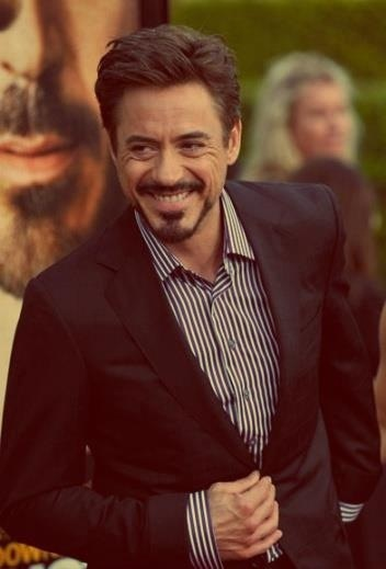 Aaaaah! He's so gorgeous. Every time I look at that smile I die!
