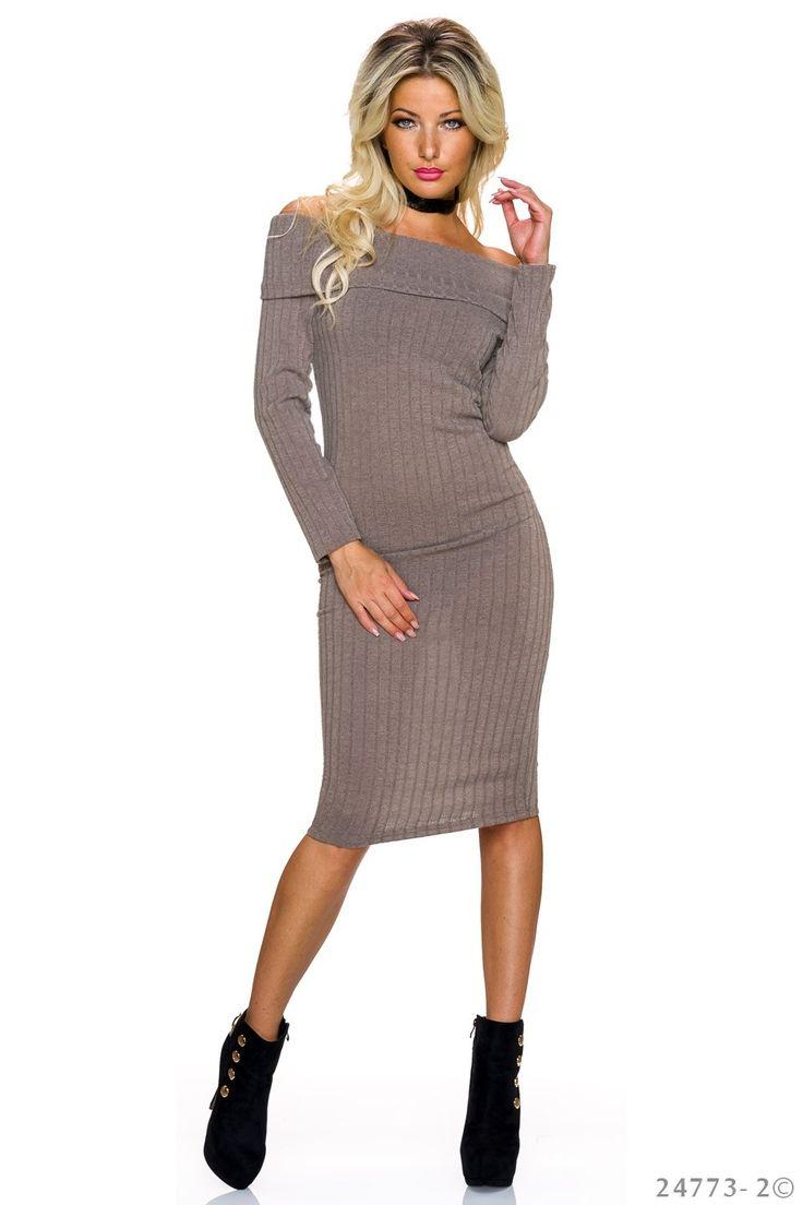 Rochie Flame Love Brown. Rochie pana la genunchi, din tricot subtire, cu material raiat, cu gatul lasat. Alege pentru zi o rochie sexy, care se muleaza pe corp si iti evidentiaza silueta minunata.
