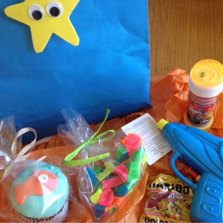 Juno's 1st birthday // The gift bags contained: water balloons, a water gun, a bubble maker, gelly bears and a cupcake :)