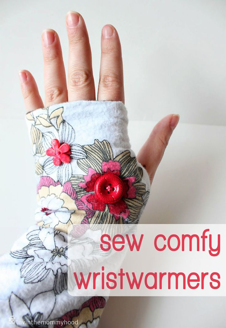 These wristwarmers are adorable! Love the fabric, love the buttons. There's even a tutorial with printable patterns for these. Happy. :)
