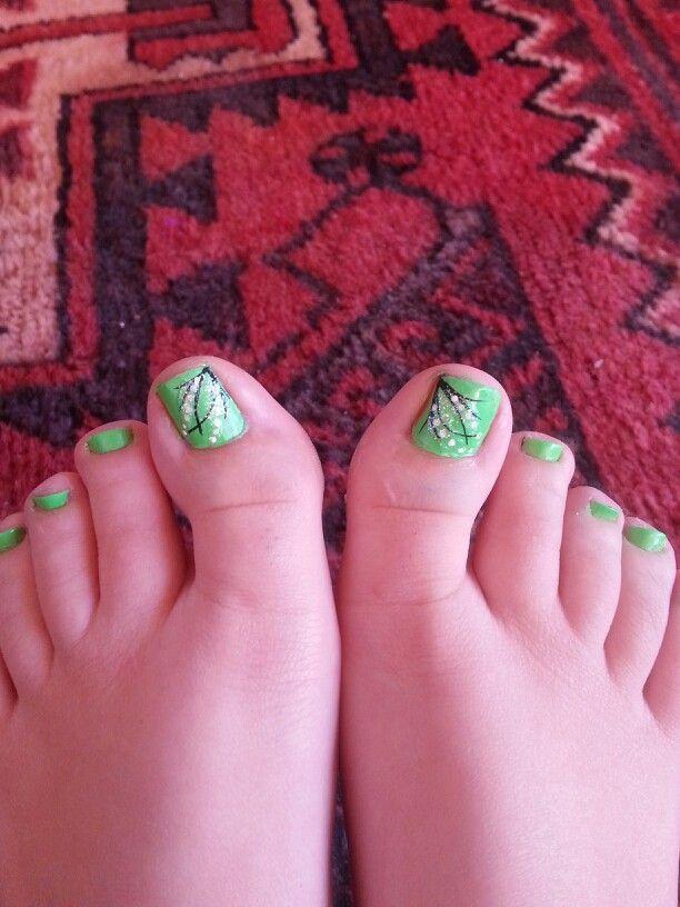 Green toe nail design