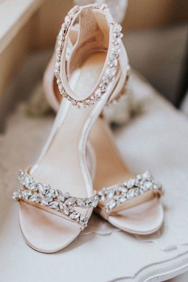30 Wedding Flats That Make Comfortable Bridal Shoes In 2020 Wedding Sandals Wedding Shoes Sandals Wedding Shoes Bride