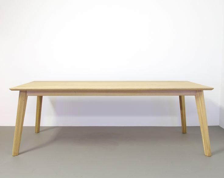 Stoere designtafel Gunni, massief hout